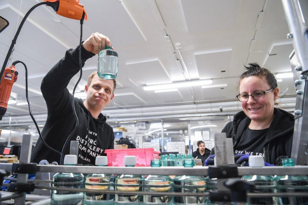 Employees of the Kyro Distillery Company –which is known for producing the popular Kyro Gin – work on a production line at the distillery in Isokyro, western Finland. The Finnish company has decided to switch over to manufacturing hand sanitizer with its ethanol supplies instead of the botanical spirits. Kuva: epa08352800