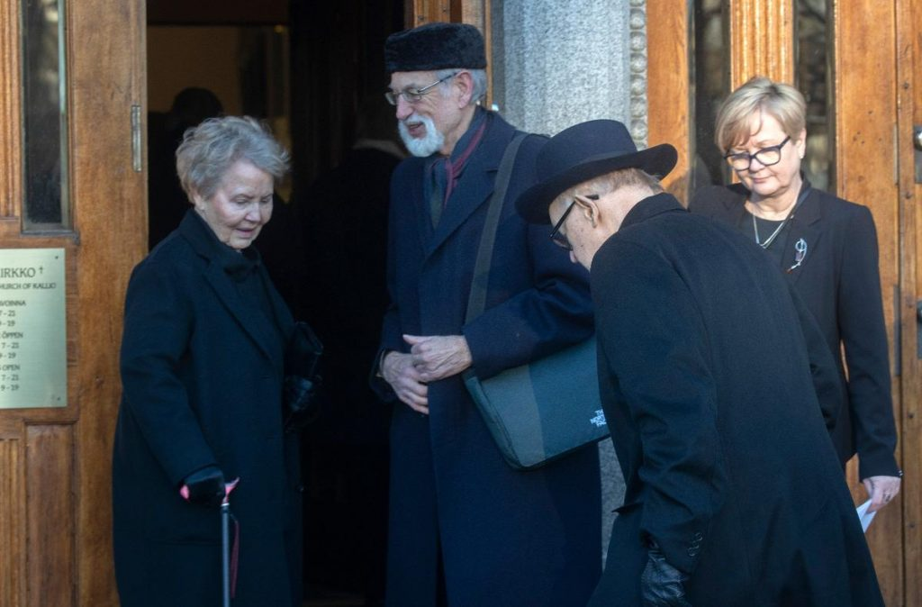 President Martti Ahtisaari (right) and his wife Eeva (left) were last seen in public before the coronavirus crisis broke out in March. The couple pictured here during the funeral of politician Matti Ahde in Helsinki, on the 25th of January. Kuva: Mauri Ratilainen